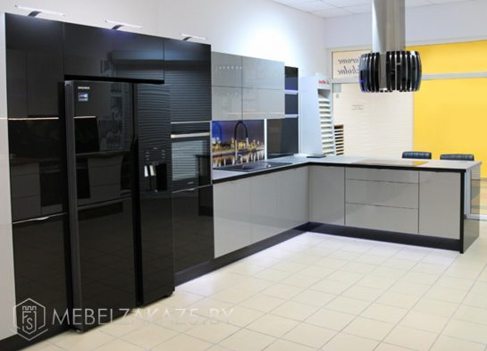 Черно серая угловая кухня минимализм