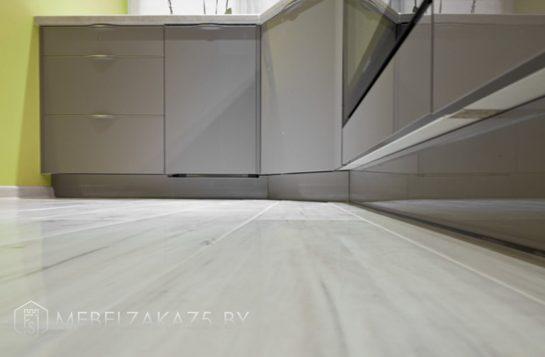 Оливковая угловая кухня из пленочного МДФ