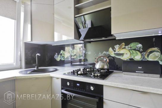 Оливковая угловая кухня в современном стиле