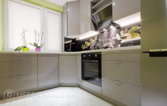 Современная угловая кухня цвета оливки