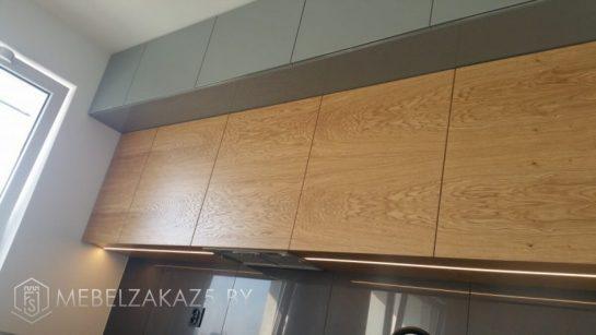 Угловая кухня из шпона двухцветная
