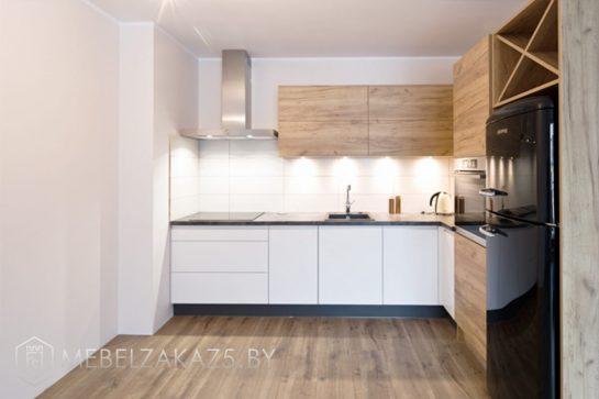 Шпонированная г образная кухня с подсветкой