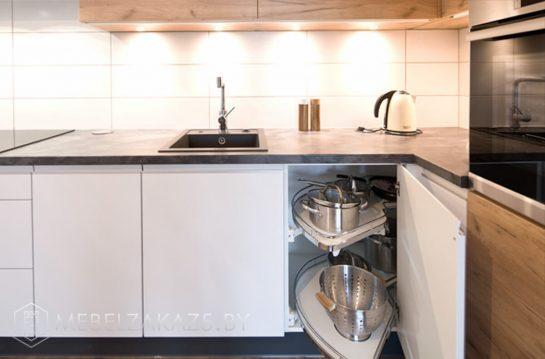 Шпонированная угловая кухня с подсветкой