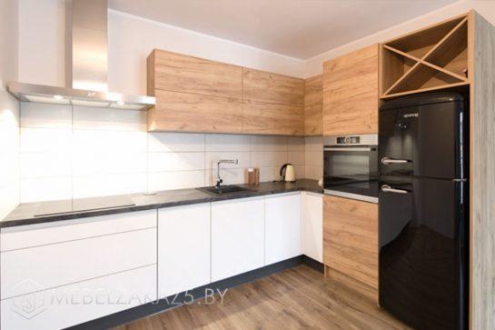 Угловая кухня из шпона в скандинавском стиле с подсветкой