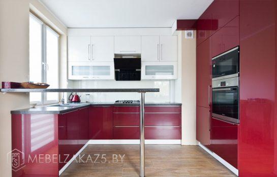 Ультрасовременная глянцевая угловая кухня с барной стойкой