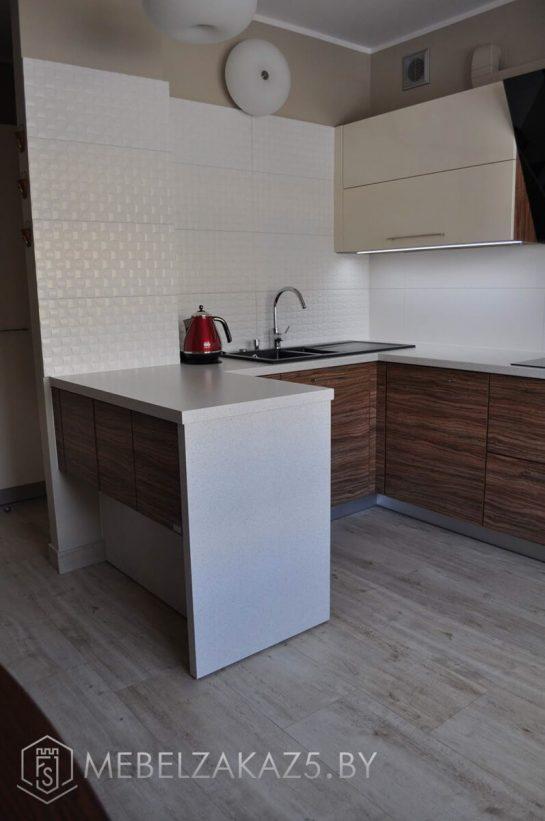 Угловая полуостровная кухня модерн