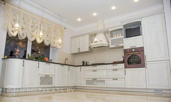 Угловая кухня в классическом стиле крашенный мдф