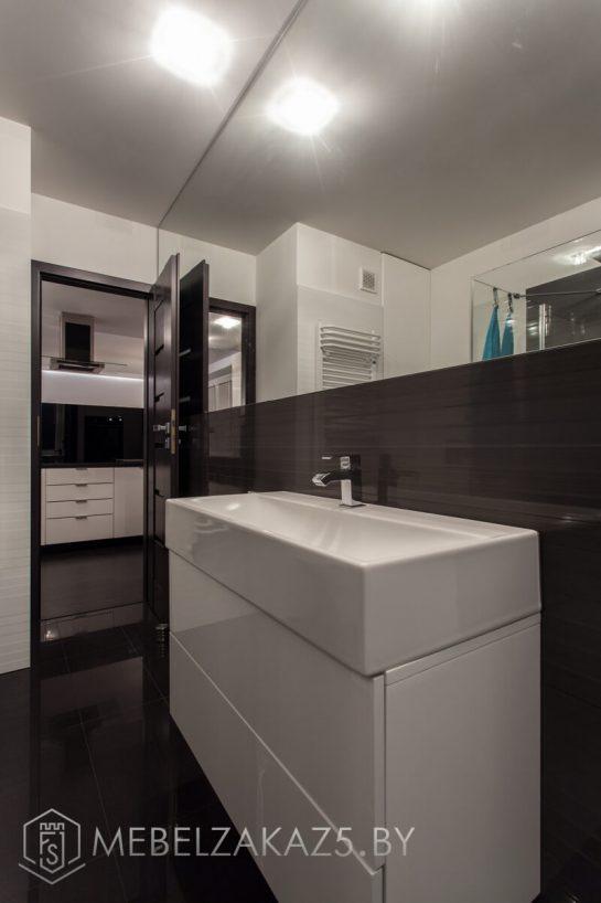 Тумба в ванную с выдвижными ящиками без ручек