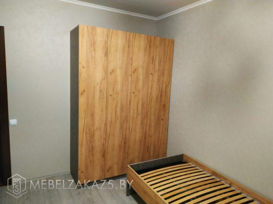Распашной шкаф в комнату для двух подростков в цвете дерева