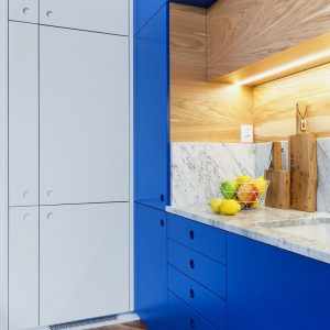 Прямая синяя кухня с подсветкой
