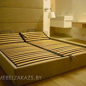 Современная двухместная кровать из массива