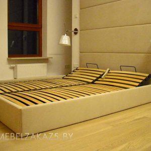 Современная двухместная кровать из массива дерева