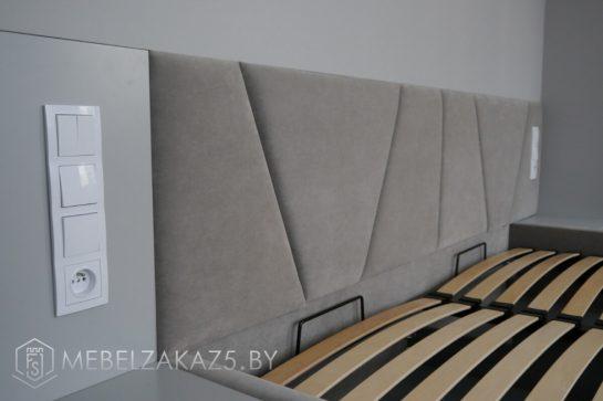 Двуспальная кровать серого цвета