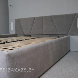 Серая двуспальная кровать
