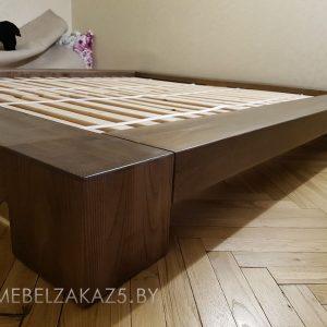 Низкая кровать из массива