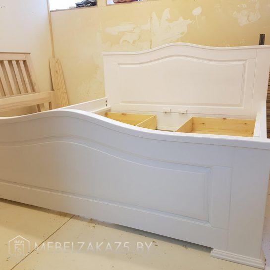 Кровать из МДФ в белом цвете
