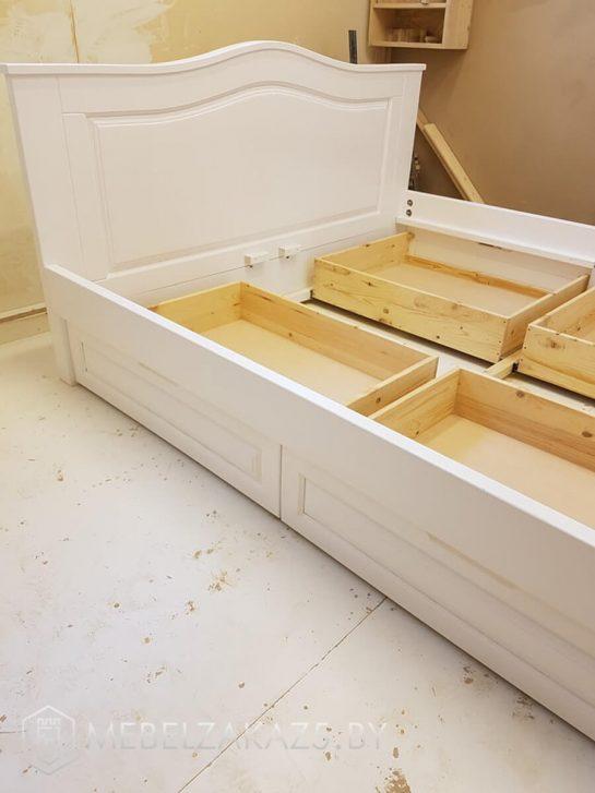 Кровать из МДФ белого цвета