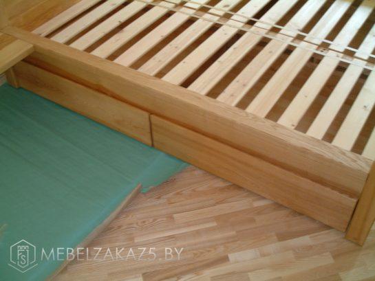 Кровать из дерева с ящиками без ручек