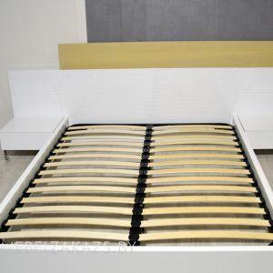 Белая двуспальная кровать минимализм