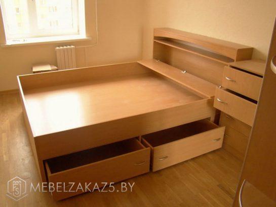 Кровать с изголовьем и приставной тумбой