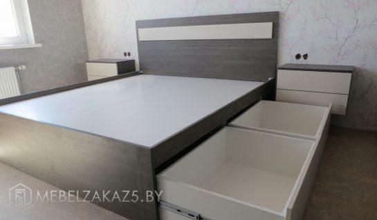Кровать хайтек с выдвижными ящиками