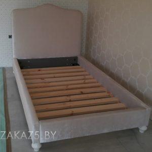 Односпальная кровать в комнату