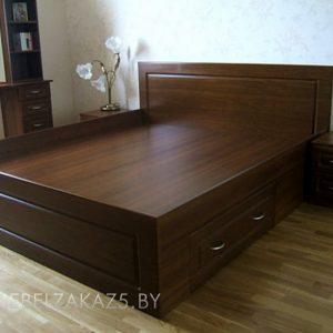 Двуспальная кровать с приставной тумбой