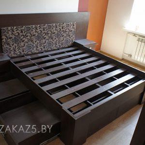 Кровать из массива цвета венге.
