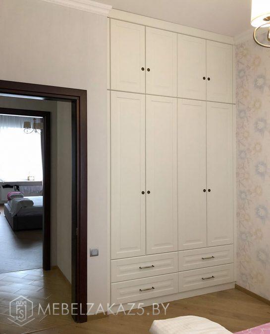 Четырехстворчатый распашной шкаф в классическом стиле