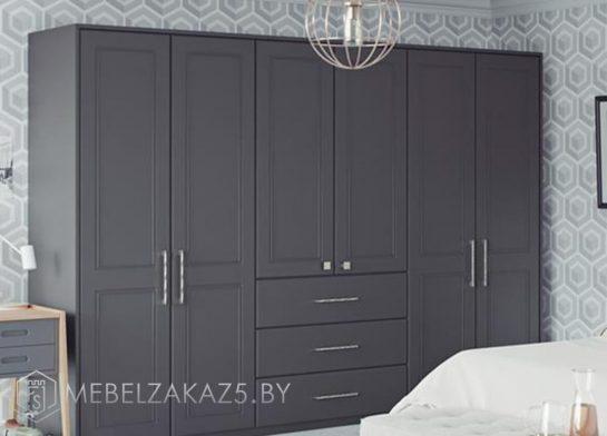 Серый корпусный шкаф