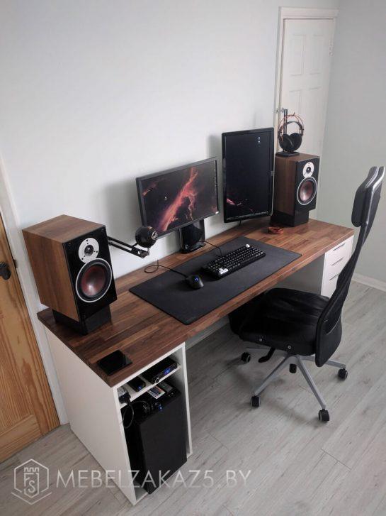 Компьютерный стол в скандинавском стиле