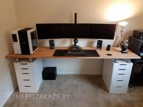 Компьютерный стол с ящиками в скандинавском стиле