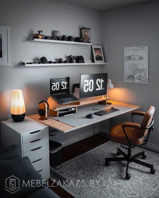 Компьютерный стол на ножках