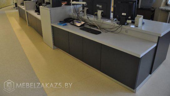 Компьютерный стол с ящиками для офиса