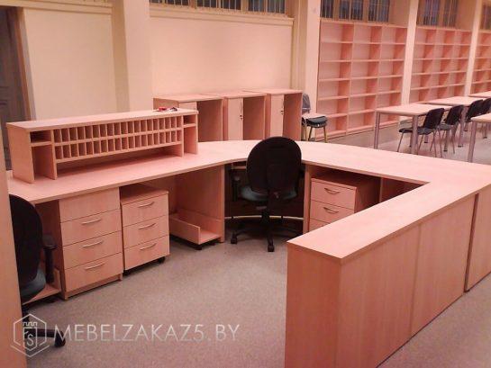 Большой офисный стол для сотрудников