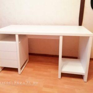 Компьютерный стол с выдвижными ящиками