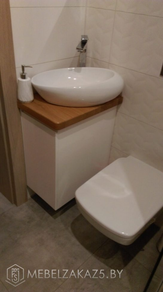 Подвесной шкафчик для туалета