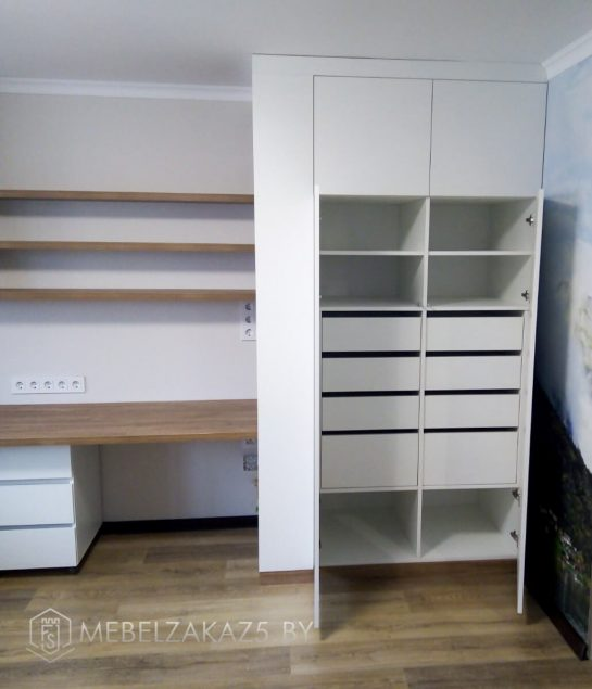 Светлая мебель для детской комнаты