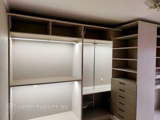 Гардеробный шкаф с подсветкой