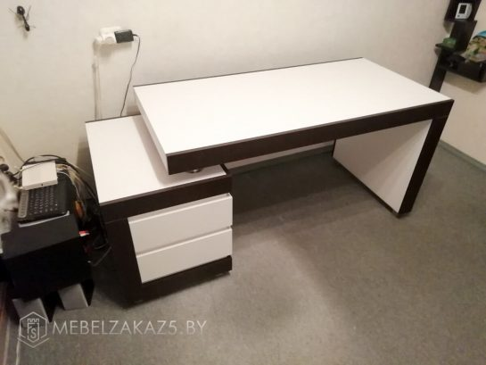 Письменный стол в современном стиле