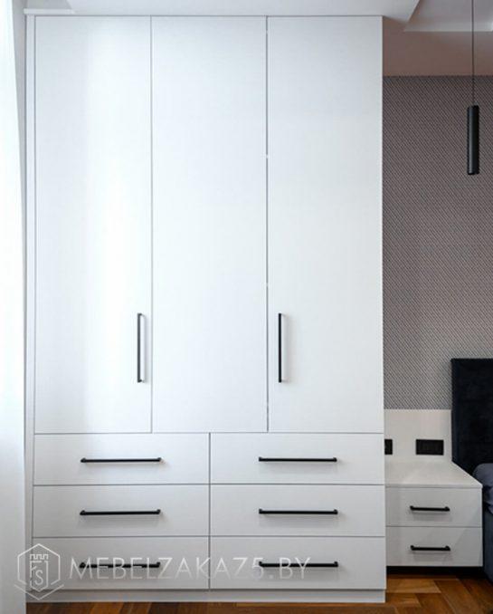 Шкаф с распашными дверями в детскую комнату