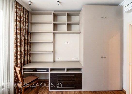 Бежевый распашной шкаф в детскую