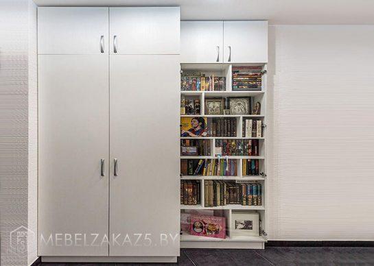 Распашной шкаф в детскую в современном стиле